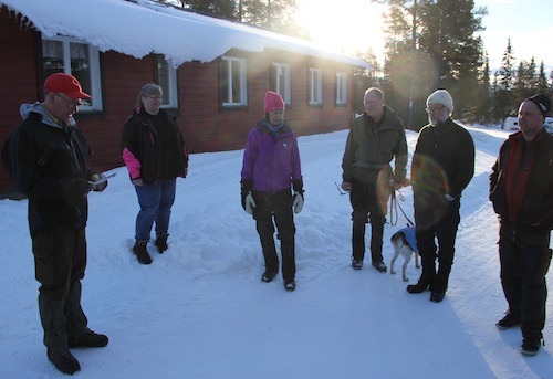 Samling inför jaktprovet- söndag. (Foto Filip Örnerkrans)