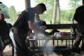 001. Fredag kväll - grillning med grillmäster Rainer